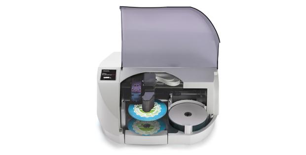 Das automatisierte Duplizier- und Drucksystem bietet eine höhere Druckgeschwindigkeit, eine verbesserte Druckqualität und einen USB 3.0 Anschluss